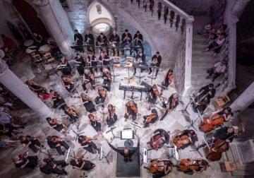Komorni sastav DSO-a s violinisticom Evom Šulić u četvrtak u Dvoru