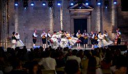 Linđo zaplesao pred Katedralom na oduševljenje publike